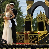 Homecoming_Royalty_float_kit